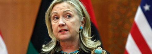 Au Pakistan, Clinton manie la carotte et le bâton