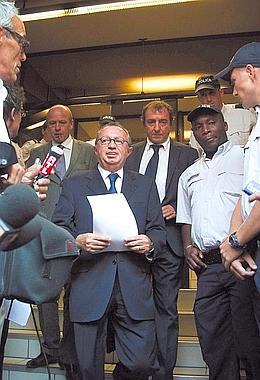 Jean-Noël Guérini, le 8 septembre 2011 à la sortie du tribunal de Marseille où le juge Duchaine l'a mis en examen pour prise illégale d'intérêts, trafic d'influence et association de malfaiteurs. (Patrick Gherdoussi/Fedephoto.com)