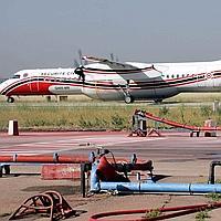 L'avion bombardier d'eau Dash-8 peut emporter 12.000 litres d'eau par rotation contre 800 litres pour un hélicoptère.
