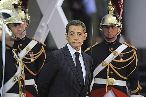 Sarkozy endosse ses habits de «président des crises»