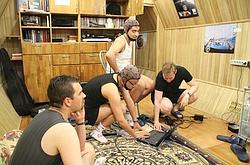 L'équipage de l'expédition Mars 500 s'apprête à effectuer un électroencéphalogramme.