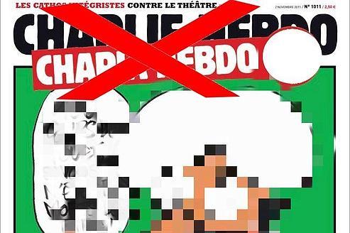 La couverture de Charlie Hebdo est floutée, sur les pages appelant à des représailles.