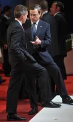 Le secrétaire d'État au Trésor américain, Tim Geithner, et Mario Draghi, le nouveau président de la Banque centrale européenne (BCE).