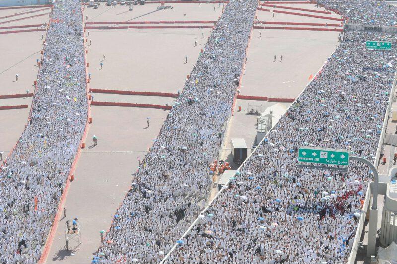 La célébration de l'Aïd coïncide avec le pèlerinage de La Mecque, le cinquième pillier de l'Islam. Plus de trois millions de musulmans sont réunis depuis vendredi soir dans la ville sainte d'Arabie saoudite.