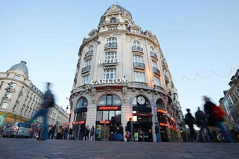La façade de l'hôtel Carlton à Lille.