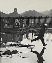 Derrière la gare Saint-Lazare, Paris, 1932 . (©Henri Cartier-Besson/ Christie's Images Limited 2011