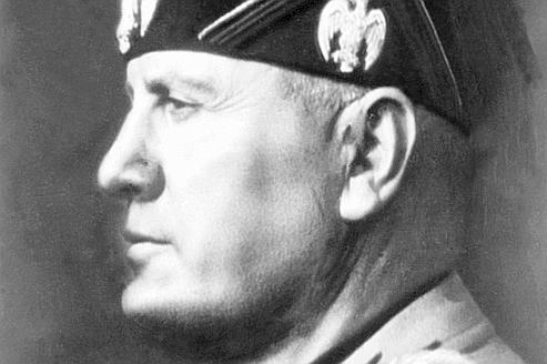 Portrait non daté de Benito Mussolini.