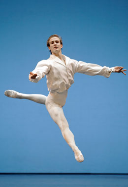 François Alu. (Sébastien Mathé / Opéra national de Paris)