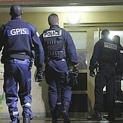 À Paris, la police durcit le ton