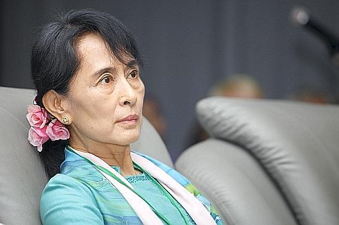 Aung San Suu Kyi piégée par le double jeu de la junte