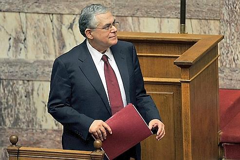 Lucas Papademos a indiqué que le déficit public du pays en 2011 sera réduit «aux alentours de 9%» du PIB après avoir été de 10,6% en 2010 et de 15,7% en 2009.