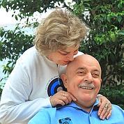Face au cancer, Lula se rase ses cheveux