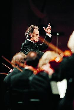 L'Orchestre national de Lille dirigé par Jean-Claude Casadesus.
