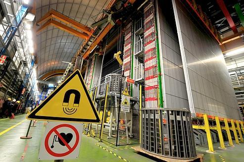 Les neutrinos toujours plus rapides que la lumière