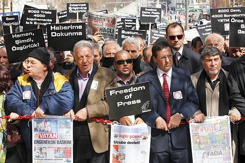 En Turquie, le gouvernement met la presse au pas