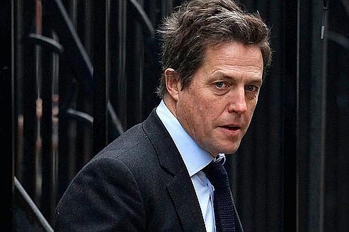 Hugh Grant témoigne contre les journaux à scandale