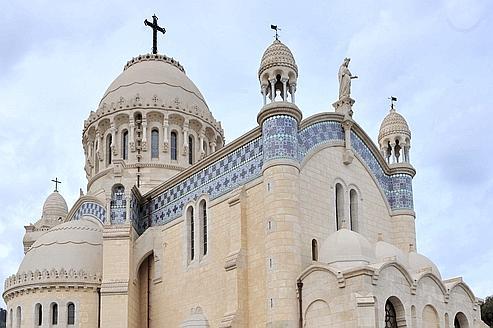 Réouverture de la basilique Notre-Dame d'Afrique à Alger, en décembre 2010. En Algérie, la liberté religieuse est devenue un terrain d'affrontements idéologiques.