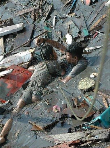 2004, le bilan du tsunami bondit à 280 000 morts