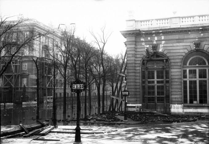 1910, grande crue à Paris, au palais de justice