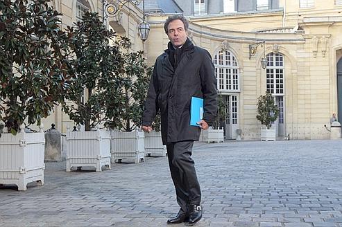 Luc Chatel porte à 2000 euros le salaire des jeunes profs