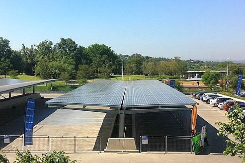 Répartis sur 2600 m2, les panneaux couvrent le parking du siège social d'Eskom.
