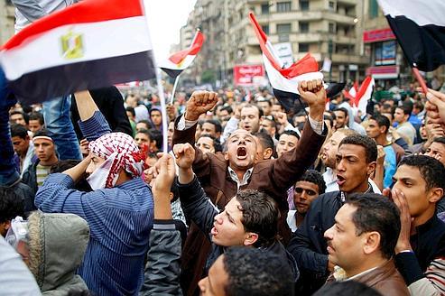 Dimanche, place Tahrir au Caire, les manifestants continuaient à demander un gouvernement civil.