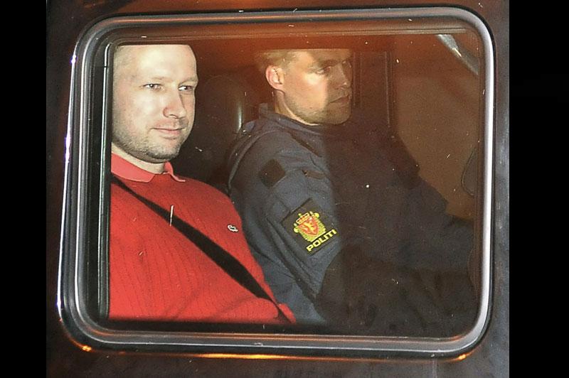 <b>Pénalement irresponsable</b>. C'est ce qu'ont estimé les experts psychiatres chargés de se prononcer sur la responsabilité pénale d'Anders Behring Breivik. L'auteur des attaques du 22 juillet en Norvège n'était pas en possession de ses moyens au moment des faits, le procureur Svein Holden parle de «schizophrénie paranoïaque», citant les conclusions du rapport remis par les deux experts. L'extrémiste de droite, qui a tué 77 personnes il y a quatre mois, pourrait donc ne pas être condamné à une peine de prison mais à un internement et une obligation de soins dans un établissement psychiatrique. «Si la conclusion finale est que Behring Breivik était irresponsable, nous demanderons au tribunal à l'issue du procès qu'il reçoive un traitement mental obligatoire», a déclaré la procureure Inga Bejer Engh, précisant que ce traitement pourrait lui être administré «à vie».