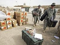 Des soldats américains préparent leur départ de la base de Kalsu, au sud de Bagdad.