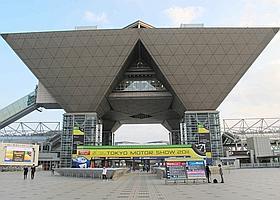 Les pyramides inversées du Tokyo Big Sight, théâtre d'un salon en plein renouveau.