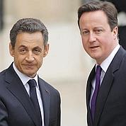 Cameron s'en remet à Sarkozy pour l'euro