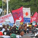 Des manifestants samedi à Durban (Afrique du Sud), où se tient la conférence de l'ONU sur le climat.