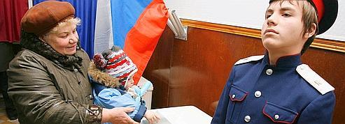 Le parti de Vladimir Poutine en tête des législatives russes
