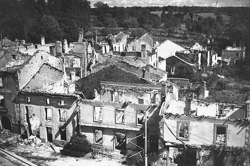 Le village détruit d'Oradour en 1953.