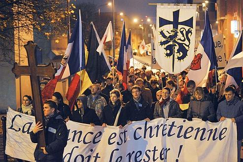Une manifestation le 29 ovembre à Villeneuve-d'Ascq contre une pièce de théâtre. civitas revendique 1000 adhérents et un réseau de 100.000 personnes.