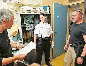 Avec Sylvie, sa femme, brigadier-chef au Blanc-Mesnil, Christophe D. vient de résoudre une affaire de vol. (Jean-Pierre Rey)