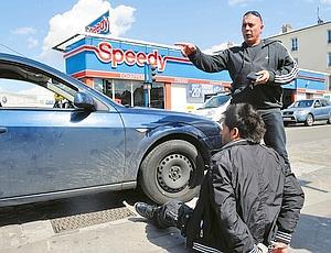 Pantin. Un voleur de sacs à l'arraché vient d'être mis hors circuit. Direction le commissariat. (Jean-Pierre Rey)
