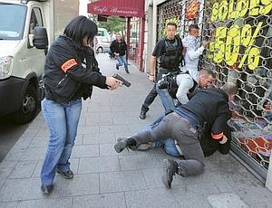 Interpellation de trafiquants de drogue présumés à Aubervilliers, en soutien à la brigade des stupéfiants de la sûreté départementale. Les policiers les suivaient depuis des mois. (Jean-Pierre Rey)