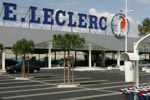 Leclerc poursuit sa progression, Carrefour recule