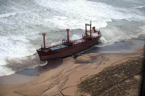 Cargo échoué : la région Bretagne va porter plainte