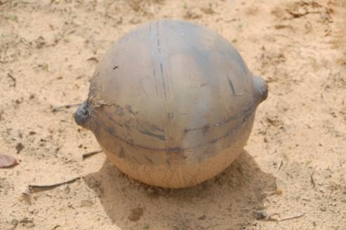 Une sphère en métal de six kilos tombe du ciel en Namibie
