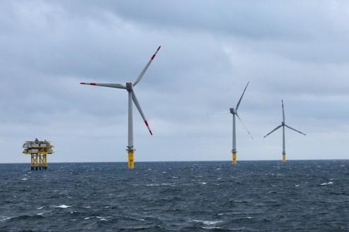 Une éolienne en mer peut fournir l'équivalent de sa pleine puissance 40% du temps, contre 25% pour une bonne éolienne terrestre. Crédit : Areva