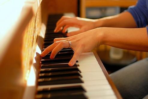 Échange cours de piano contre travaux de plomberie