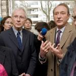 Alain Philippe, président de la Fondation Macif, et Bertrand Delanoë, maire de Paris, lors de l'inauguration de l'accorderie à Paris. Crédit: @Mourad Chefaï