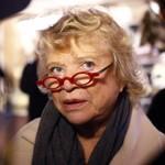 Eva Joly en visite au marché de Noël de Montparnasse, le 20 décembre 2011.