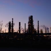 Petroplus va fermer trois raffineries