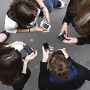 Nouvel An : le SMS résiste à Facebook