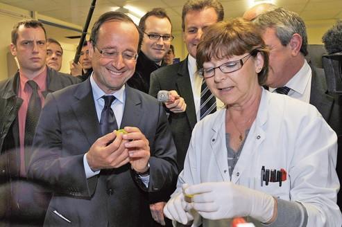 François Hollande, candidat socialiste à l'élection présidentielle, à à Pessac.
