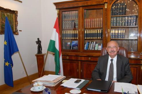 Martonyi : «Viktor Orban n'est pas un dictateur !»