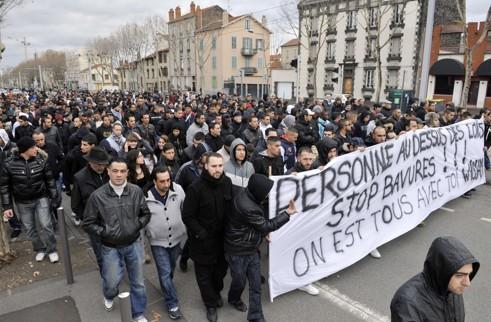 Les manifestants ont demandé l'arrêt des violences qui se multiplient depuis l'interpellation de Wissam El-Yamni.