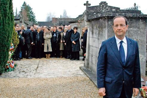 Hollande se pose en «successeur» de Mitterrand